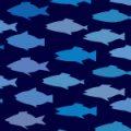魚の群れが泳いでいるようなイラストパターン